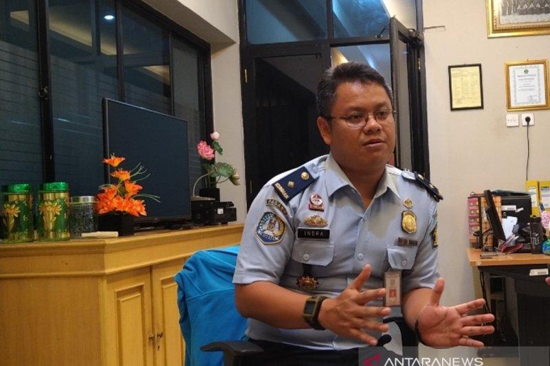 Imigrasi Padang denda tujuh WNA