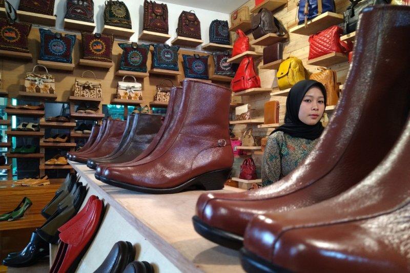 "Kerajinan kulit Minang Kayo Padang Panjang, ""go internasional"" dengan potensi lokal"