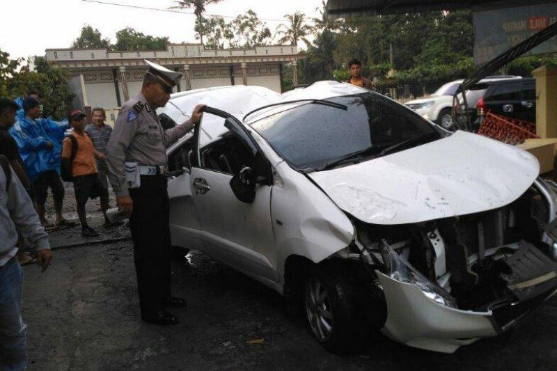 Avanza delapan penumpang dari Padang kecelakaan di Jalan Lintas Sumatera Parapat, satu meninggal