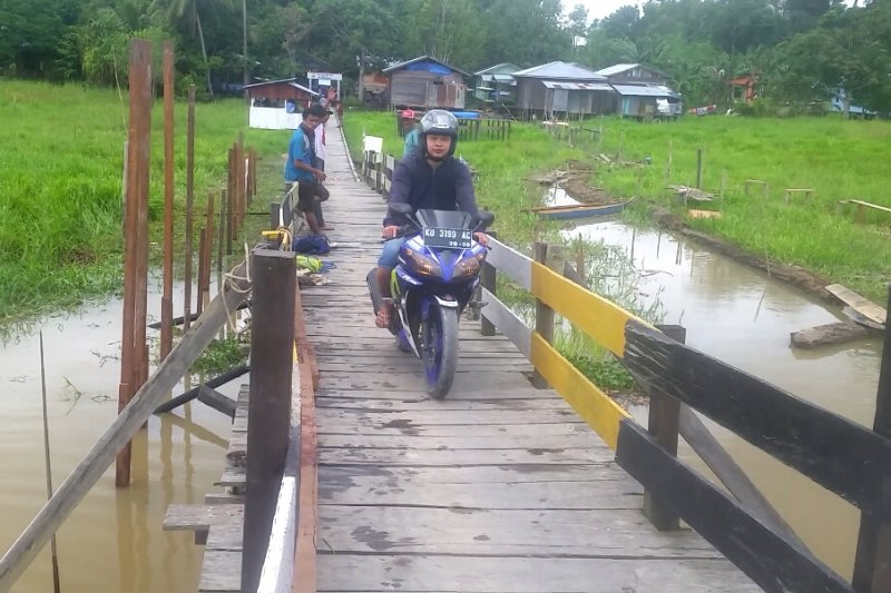 Swadaya Bangun Dua Jalur Jembatan Buluh Perindu