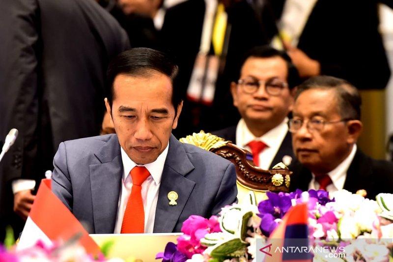 """Di depan pemimpin ASEAN, Jokowi minta anak muda bisa bekerja cepat dan  berpikir """"out of the box""""."""