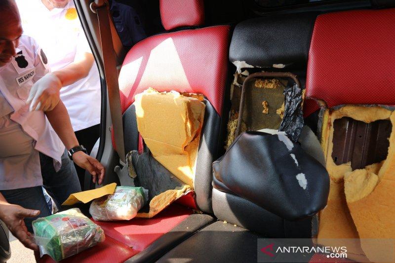 Polres Metro Jakut ungkap 15 kg sabu-sabu dalam jok mobil