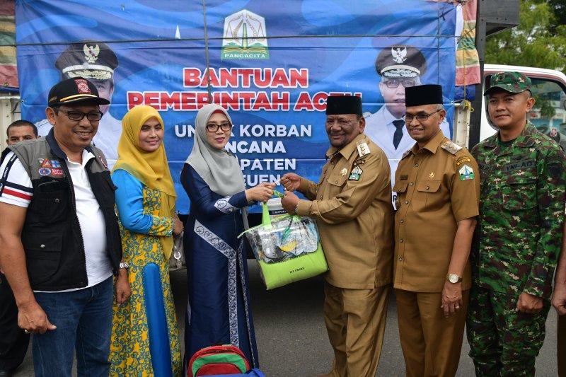 Pemerintah Aceh serahkan bantuan untuk korban puting beliung