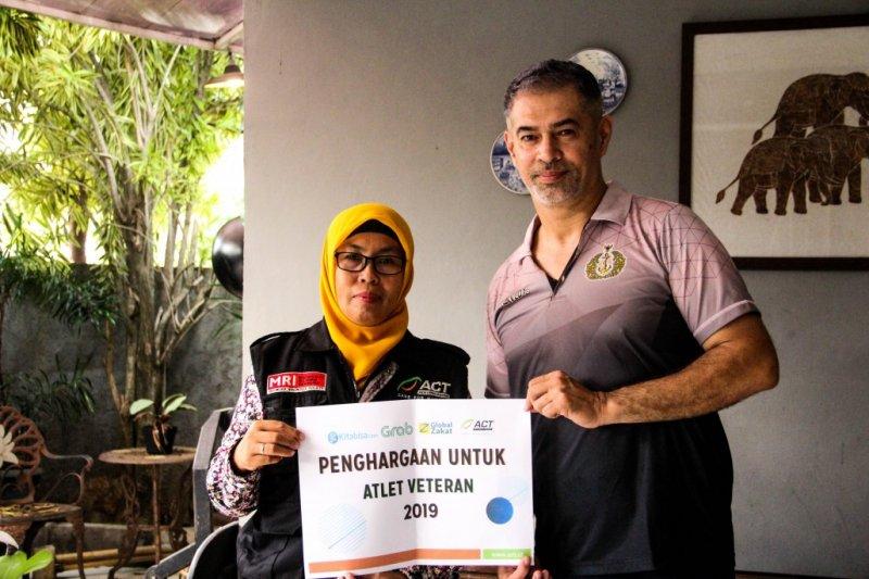 Global Zakat ACT berikan penghargaan kepada legenda voli Indonesia
