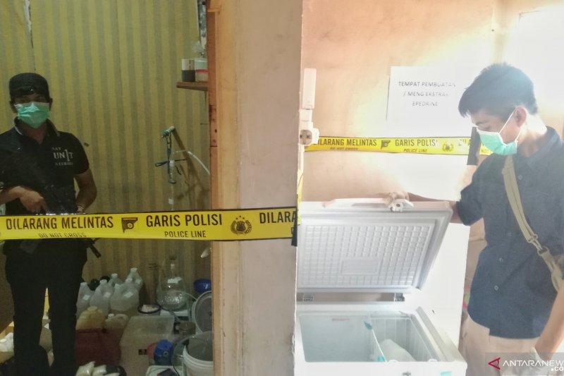 Polisi sita prekursor dari pabrik sabu rumahan di Kalideres