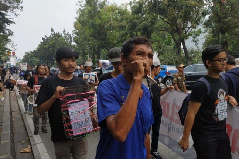 Sejumlah mahasiswa gelar aksi jalan mundur tolak IMB pulau reklamasi