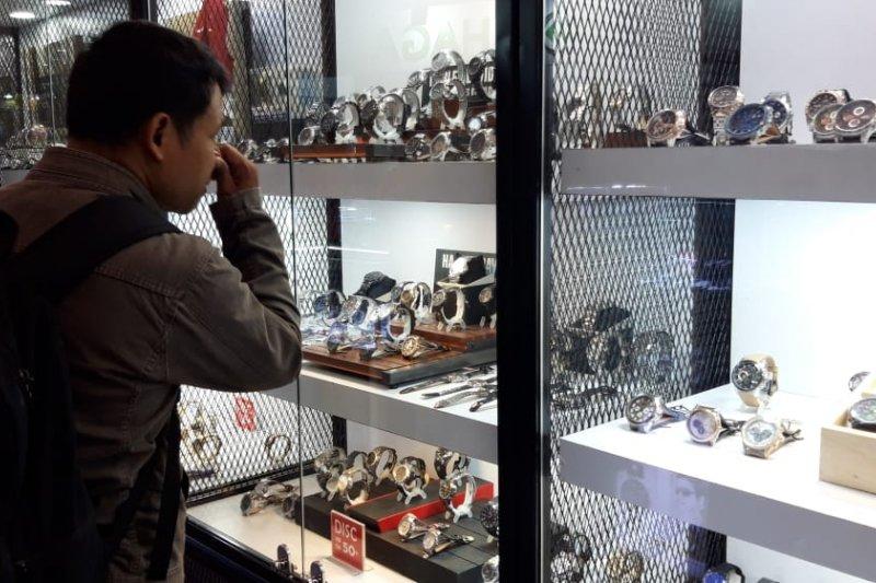 Gerai jam tangan perang diskon di Jakarta Fair