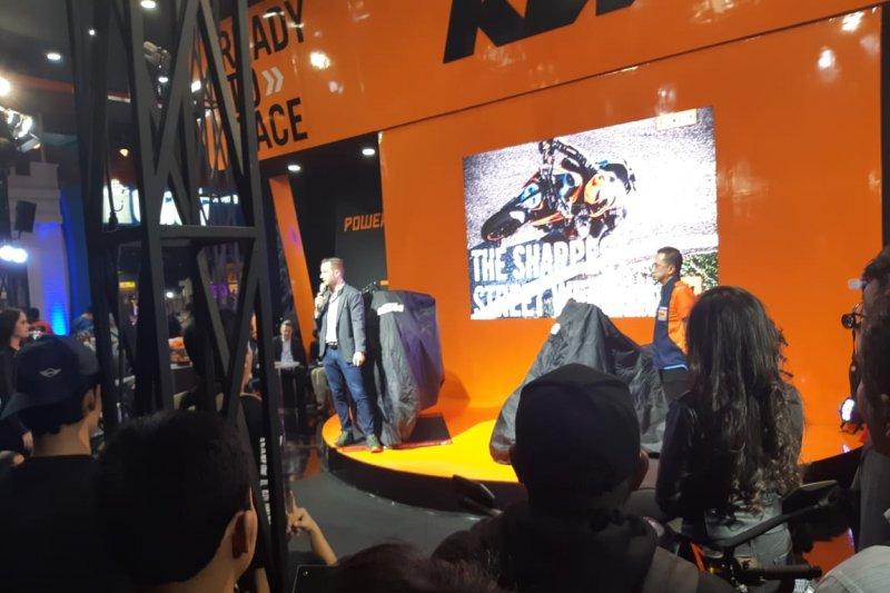 Moge KTM Rally Paris-Dakar mejeng di arena PRJ