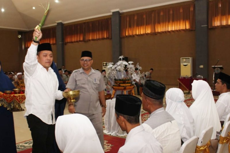 Dirut PTPN V tepuk tepung Tawari 199 jemaah calon haji