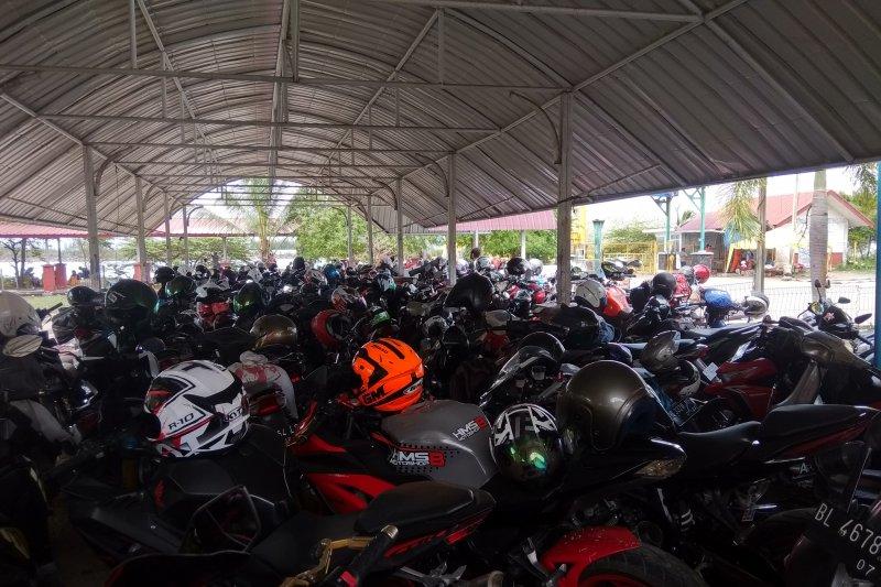 Puluhan wisatawan tertahan di Pelabuhan Ulee-Lheue Banda Aceh