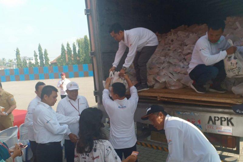 PT Pelindo II Palembang bagikan 5.000 paket sembako murah