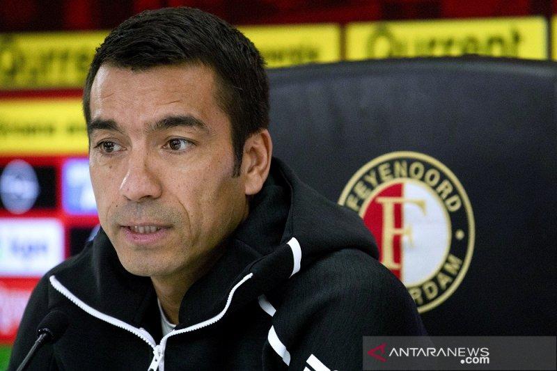 Van Bronckhorst jadi pelatih Guangzhou R&F