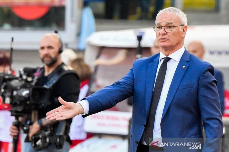 Ranieri, Van Bronckhorst tertarik latih Newcastle