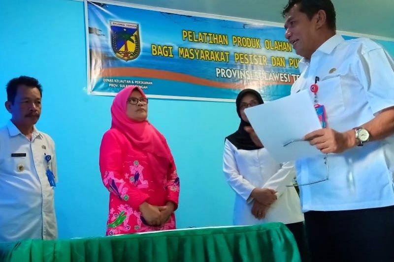 DKP Sulteng-STPL Palu latih masyarakat pesisir mengolah hasil perikanan
