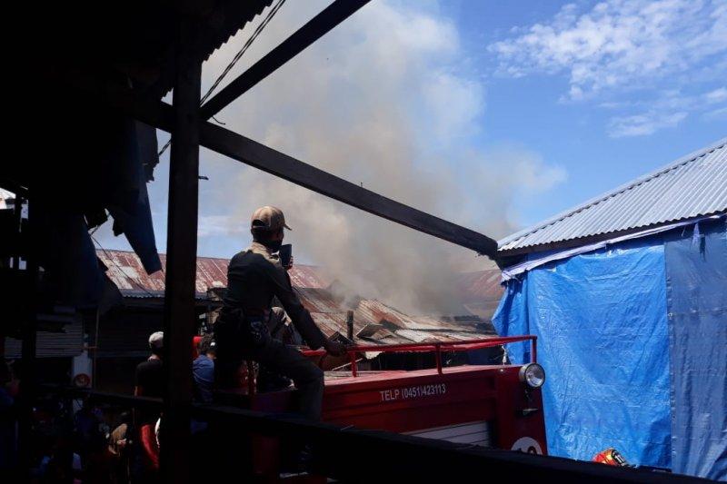 Pasar tradisional di Kota Palu terbakar