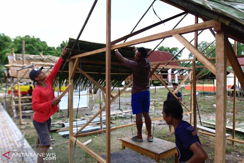 Masyarakat Mentawai dirikan stan secara swadaya di arena Festival Pesona Mentawai 2019