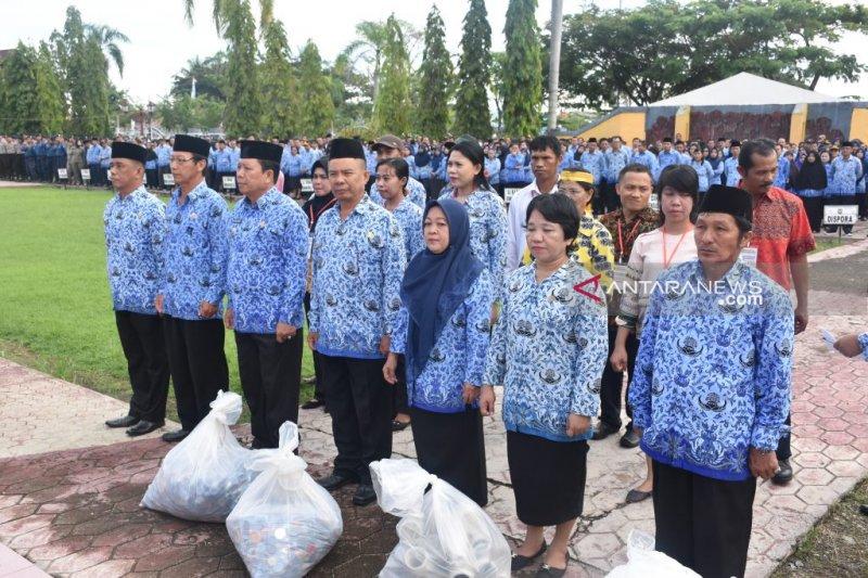 Pemkab Poso wajibkan PNS tukar sampah dengan SK