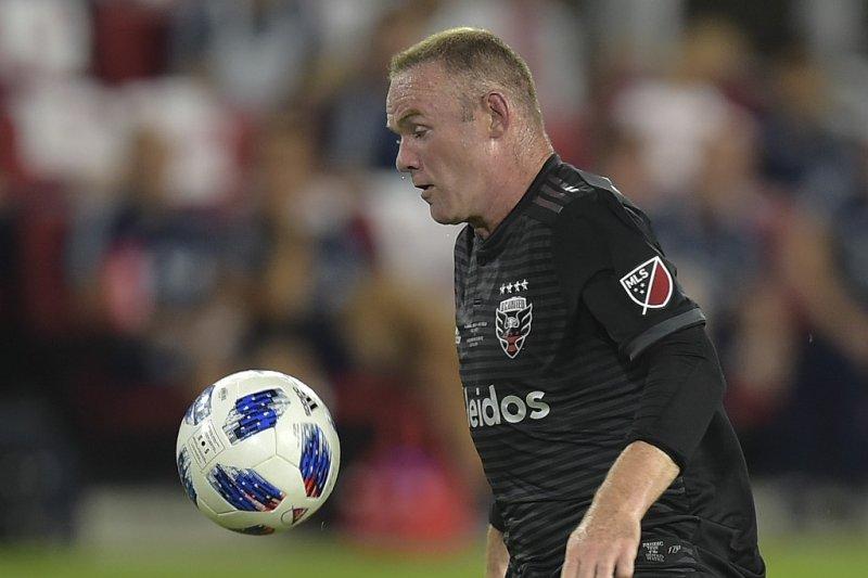 Wayne Rooney cetak gol sensasional dari tengah lapangan