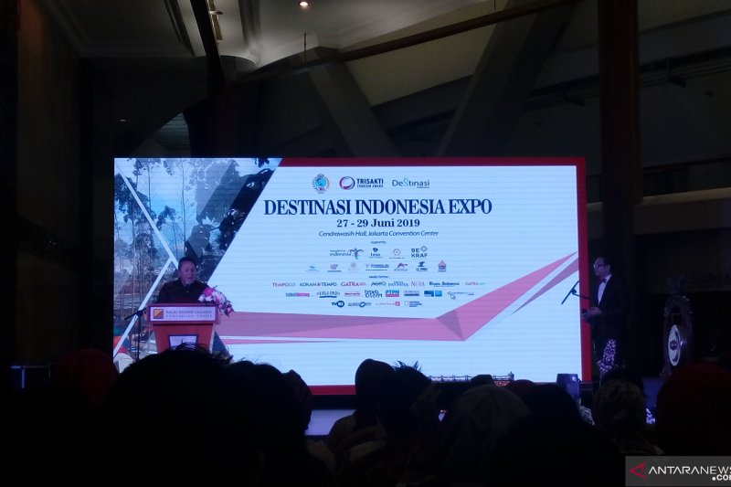 Triawan Munaf membuka pameran Destinasi Indonesia Expo