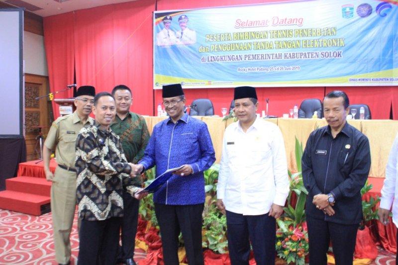 Penggunaan tanda tangan elektronik segera diberlakukan di Kabupaten Solok