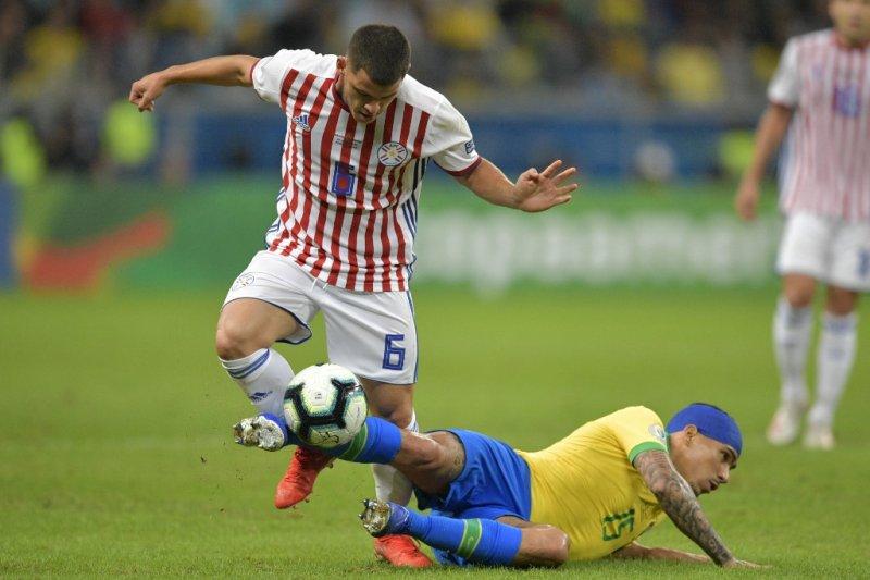 Pemain Brazil akhirnya tak tahan ikut keluhkan lapangan