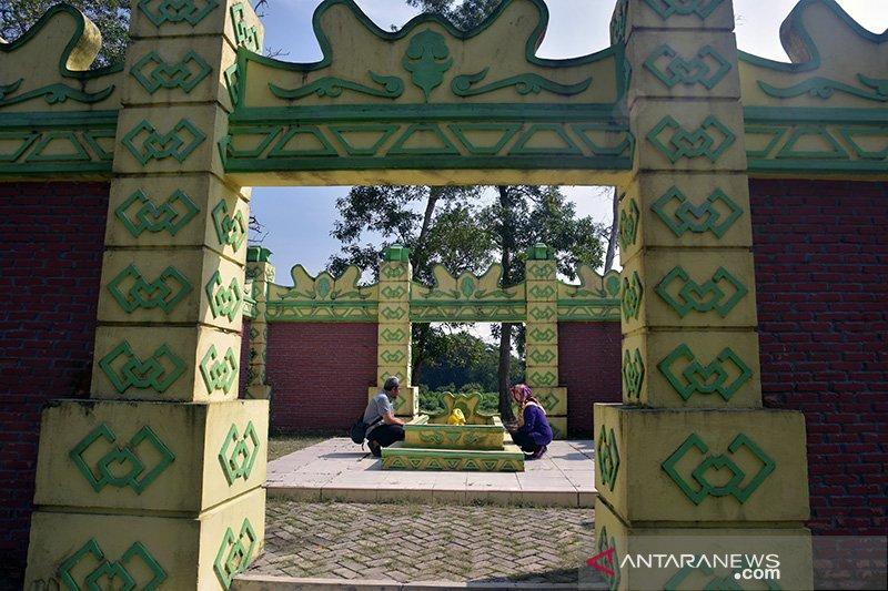 Berziarah ke makam Puteri Kaca Mayang di Kabupaten Siak, Riau