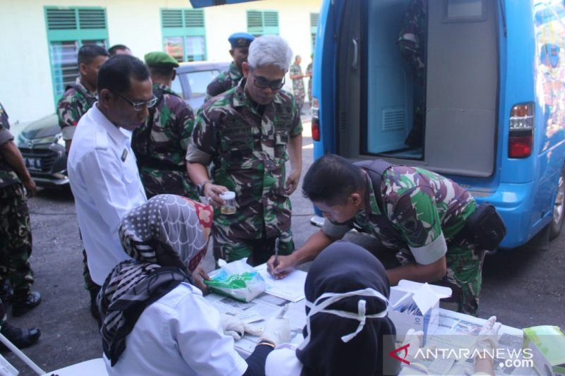 Dandim OKU pastikan hasil tes urine ratusan TNI negatif narkoba