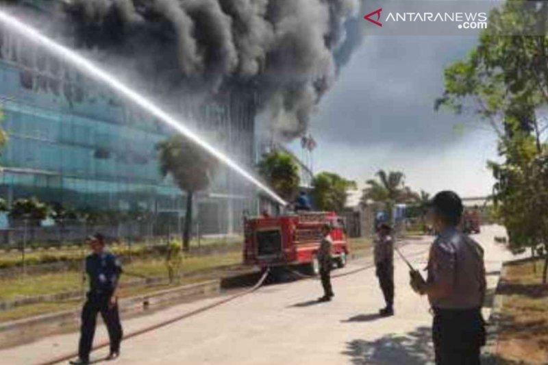 Pabrik plastik Dynaplast di Cikarang Bekasi terbakar
