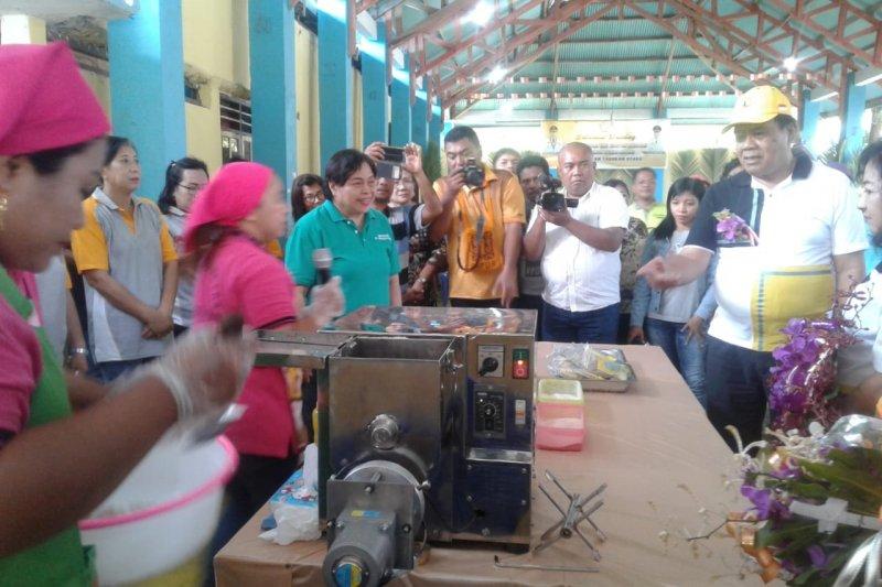 Bupati-Wakil Bupati Sangihe menginap dengan masyarakat Pulau Laotongang