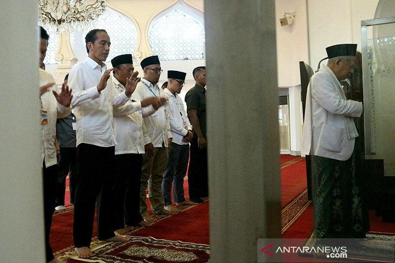 Jokowi dan Ma'ruf shalat Ashar berjamaah sebelum ke KPU