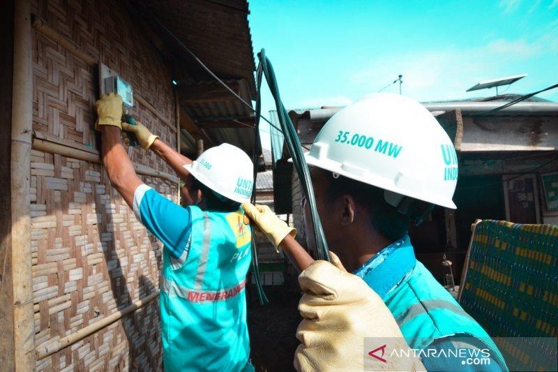 PLN bangun jaringan listrik ke dusun terpencil di Sumbawa