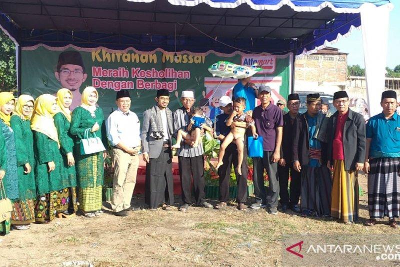 Sunatan massal gratis digelar Alfamart di Mataram