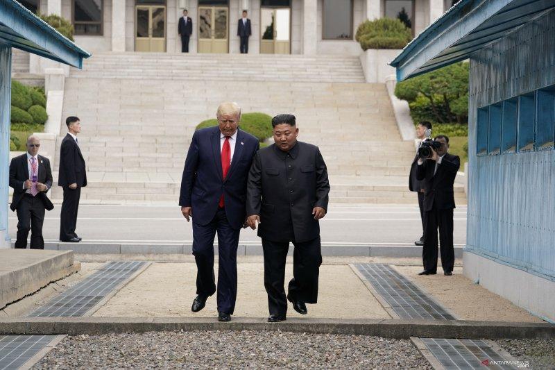 Trump bertemu Kim Jong Un