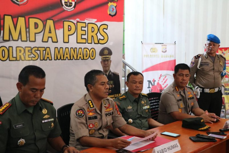 Polda-Kodam gelar jumpa pers kasus penganiayaan oknum TNI di Megamas, Sulut