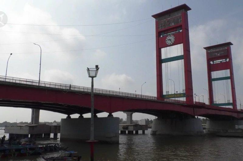 Dermaga penyeberangan angkutan sungai Musi dipadati pemudik