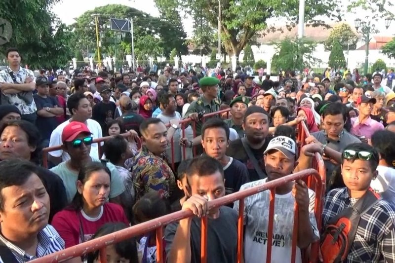 Presiden Jokowi bagikan 3 ribu paket sembako