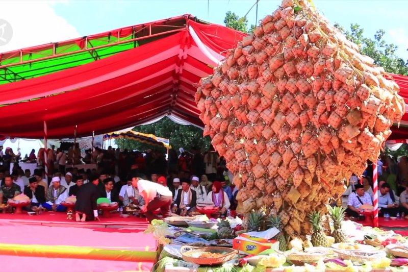Tradisi Lebaran Ketupat menandai puncak perayaan Idul Fitri di Lombok