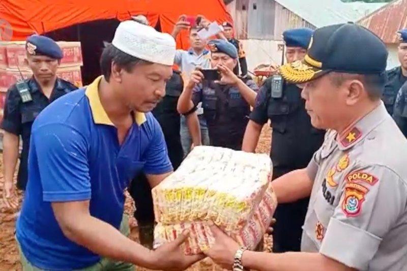 Kapolda Sultra salurkan bantuan ke daerah terpencil
