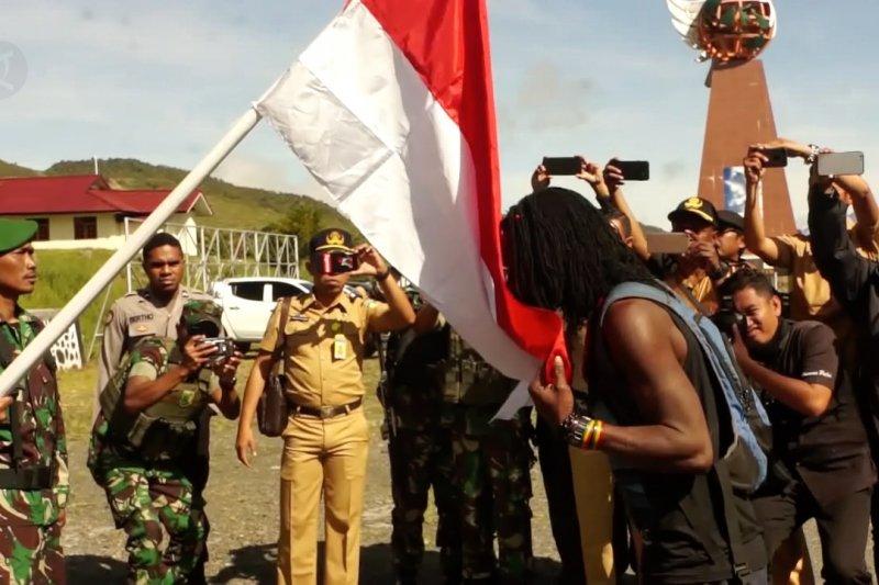 Ajudan KKB kembali ke NKRI, serahkan sepucuk senjata api