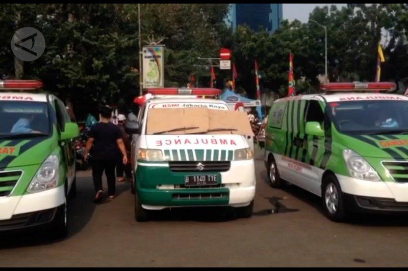 Belasan ambulans siaga di sekitar Patung Kuda