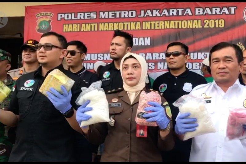 Peringati HANI, Polres Metro Jakarta Barat musnahkan narkoba