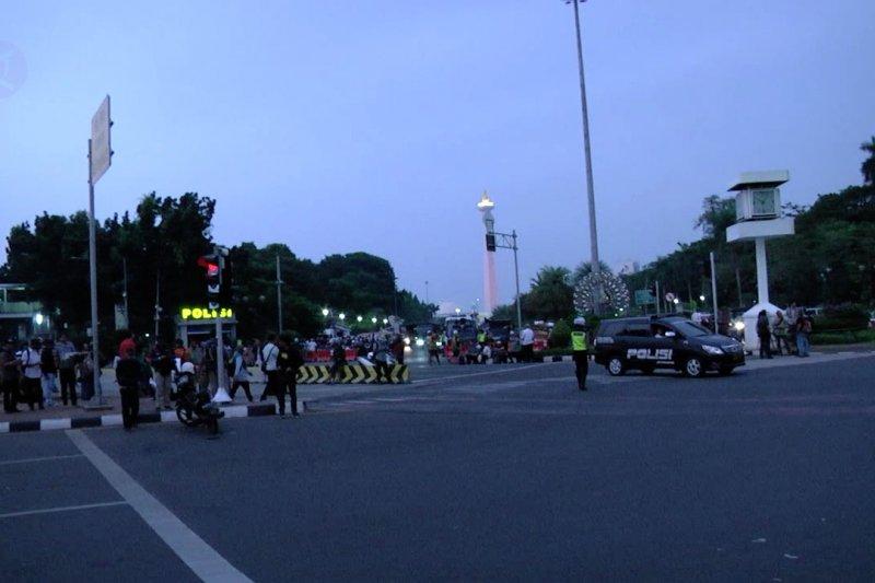 Massa tinggalkan Jalan Medan Merdeka Barat sebelum magrib