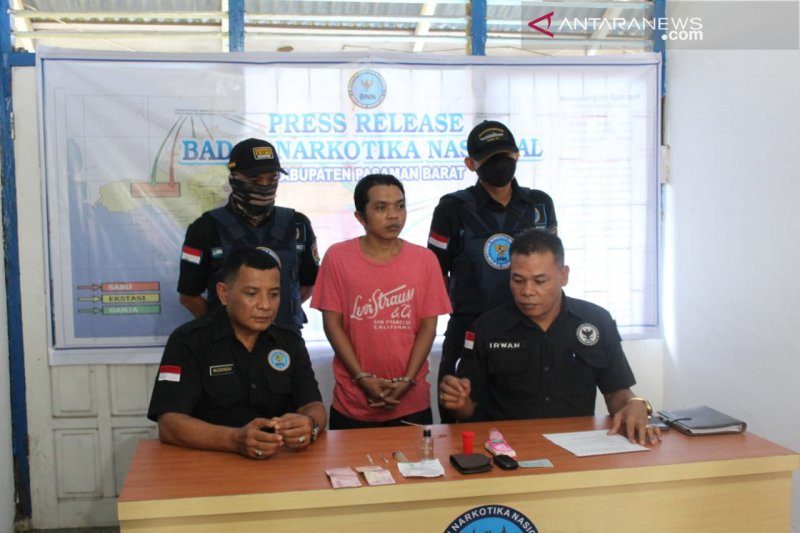 Tim gabungan BNNP-BNNK Pasaman Barat tangkap pengedar sabu