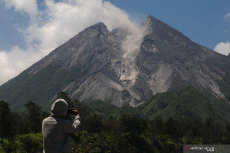 Gunung Merapi meluncurkan awan panas sejauh 1.100 meter