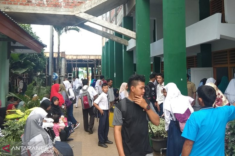 Puluhan pendaftar PPDB protes perbedaan jarak rumah