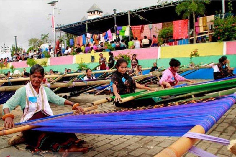 Motif tenun Sumba dijiplak oleh desainer Jepara berdampak pada kepercayaan wisatawan