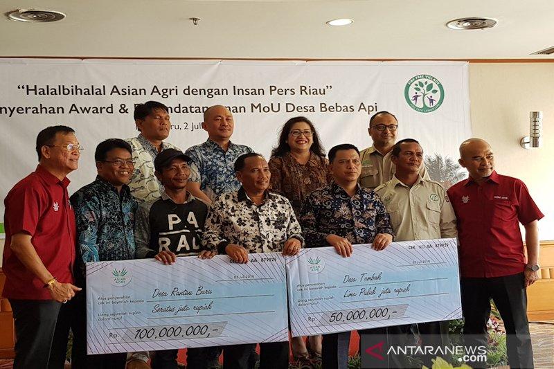 Berhasil cegah Karhutla, Asian Agri beri penghargaan dua Desa binaan di Riau