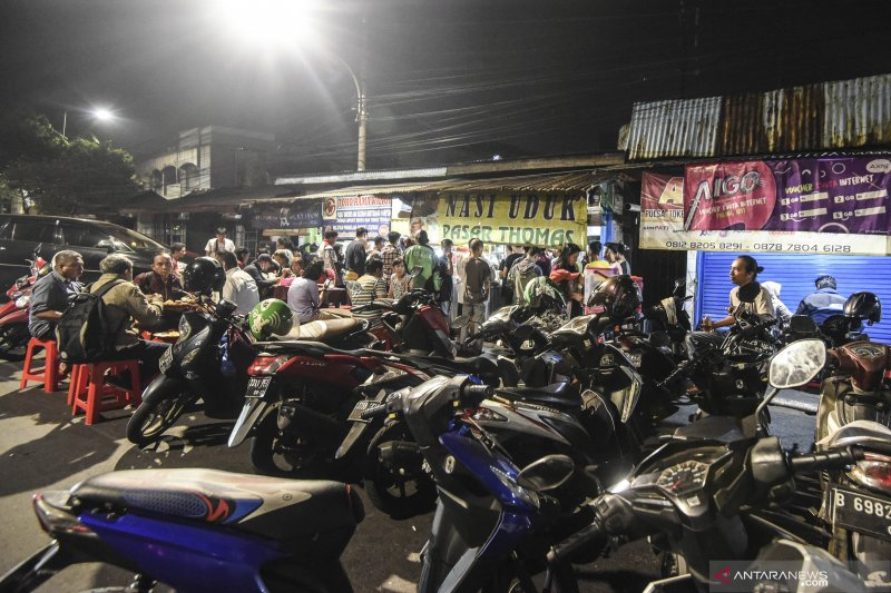 Nasi uduk Pasar Thomas pilihan kuliner dini  hari di Jakarta