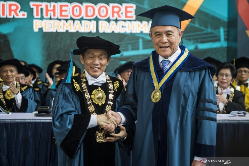 Penganugerahan gelar doktor kehormatan