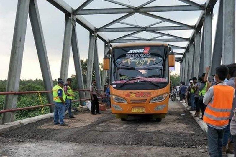 Jembatan rusak di perbatasan Mesuji sudah bisa dilintasi truk pengangkut barang